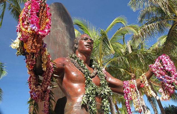 Duke-Kahanamoku-statue-hawaii-surf-spots