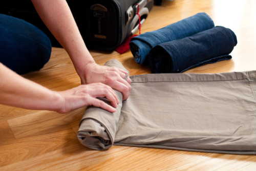 travel tips roll-your-clothes