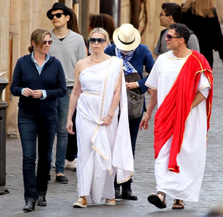 wearing a toga in rome