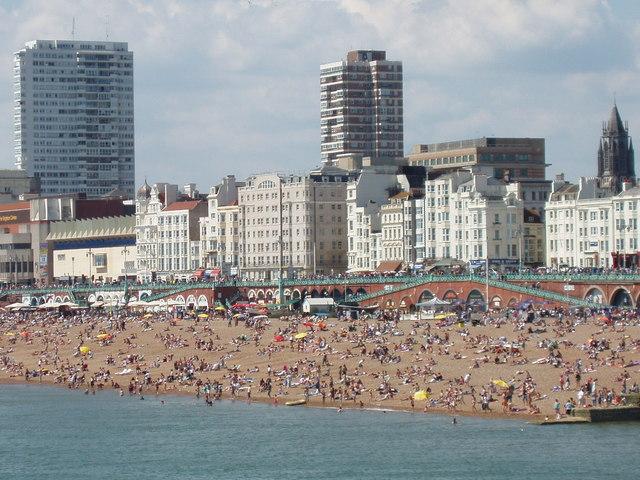 Crowded_Brighton_beach