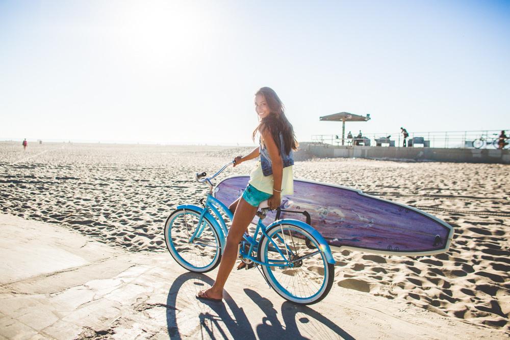 beach cruiser bike riding