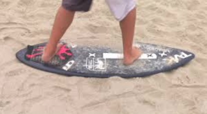 skimboarding-righty-or-lefty