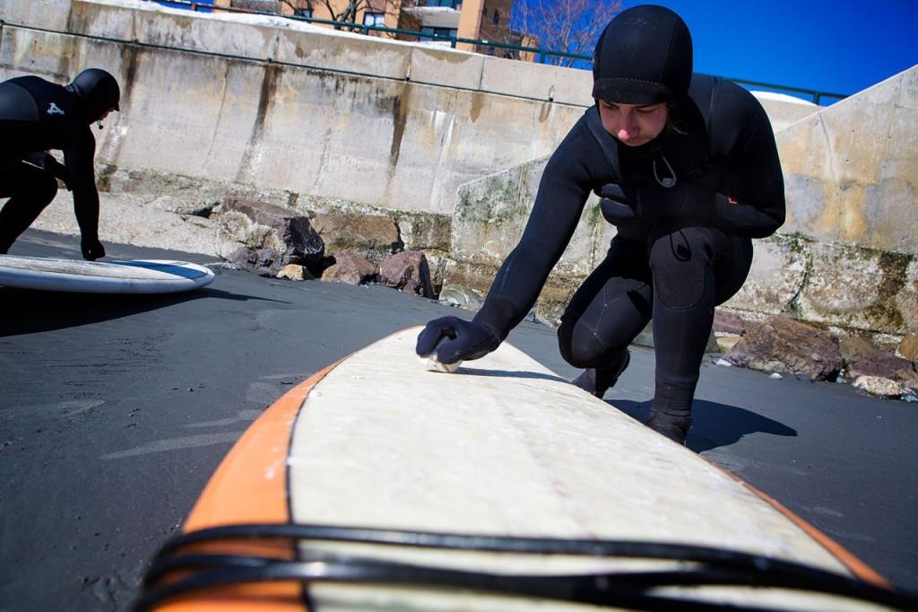 winter-surfing-board