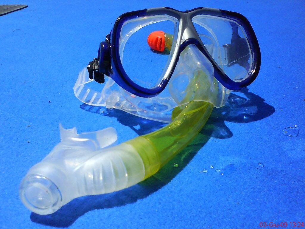 Preparing a snorkel mask