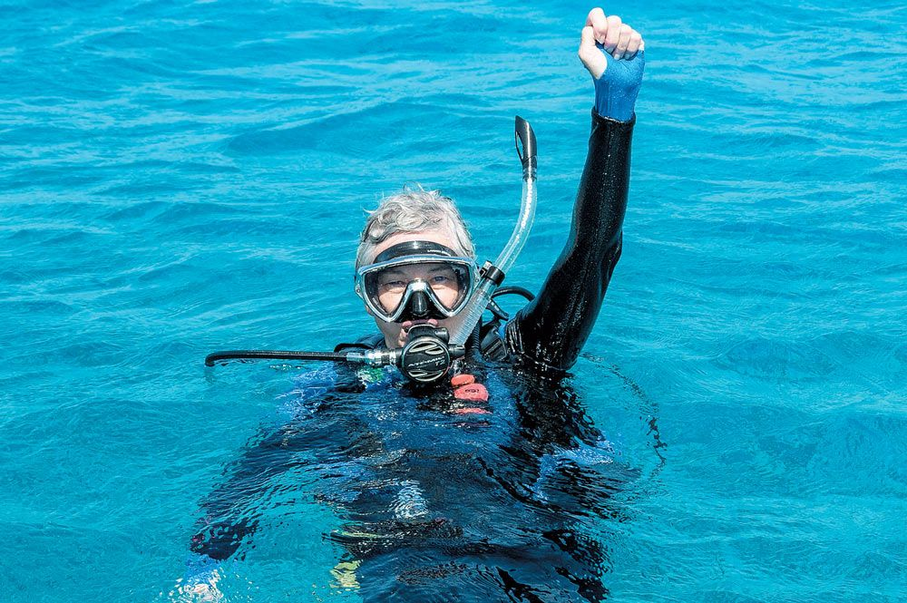 scuba hand signs guide